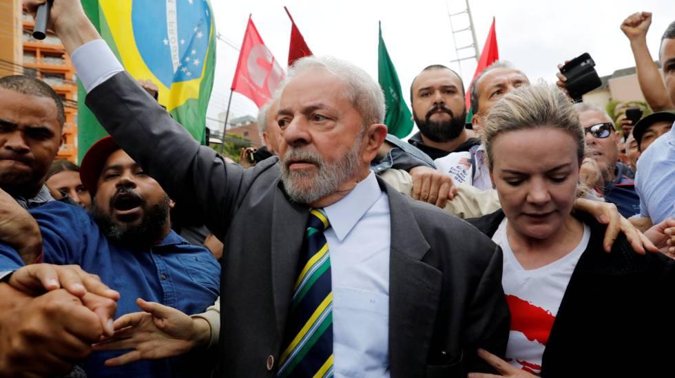 Lula e Gleisi antes de ex-presidente prestar depoimento a Moro em Curitiba no dia 10 de maio de 2017rn