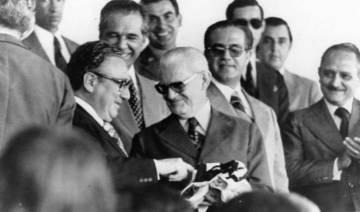 O general Ernesto Geisel (ao centro à direita)