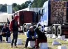 Greve dos caminhoneiros afeta de voos ao pão e obriga Petrobras a ceder