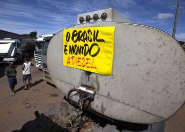 Governo cede e anuncia concessões chave para caminhoneiros, mas fim da greve é incerto