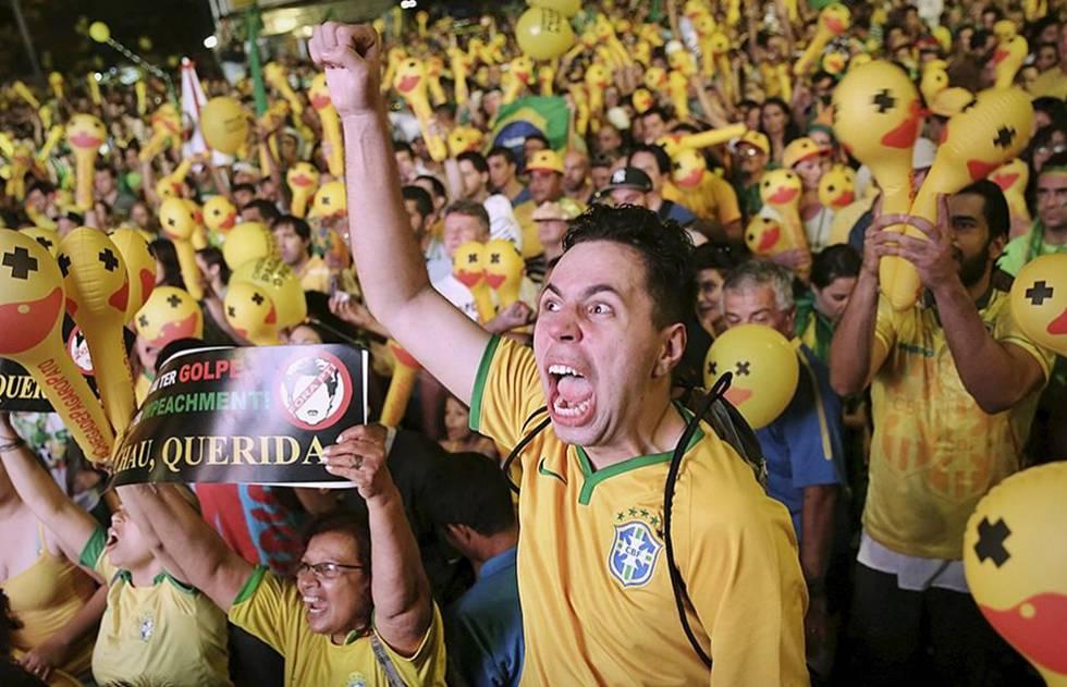 Camisa selecao brasileira protesto Copa do Mundo