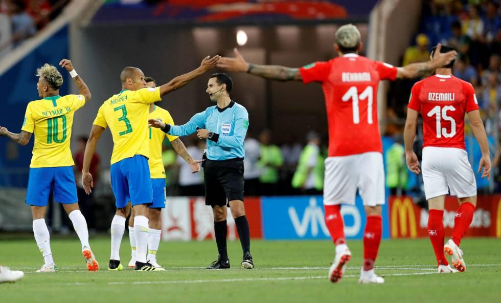 897703d438 Árbitro esnoba o VAR e Brasil estreia com empate amargo diante da Suíça