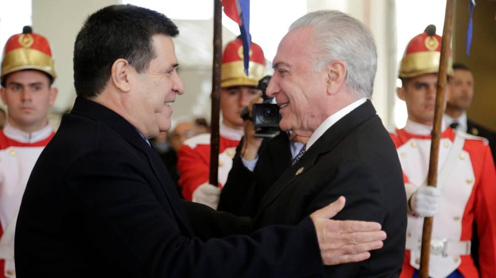 O presidente do Paraguai, Horacio Cartes, recebe o presidente Michel Temer em Assunção.