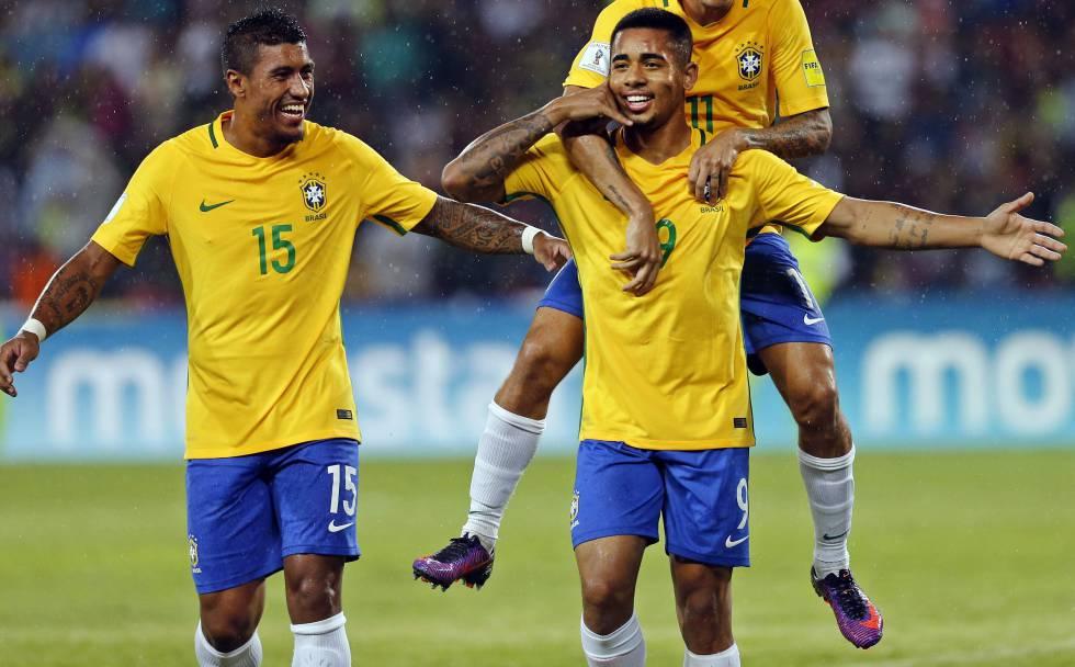 seleção brasileira jogadores criados mãe pai Copa