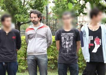 Jovens no banco dos réus por portarem vinagre e roupas pretas para um protesto