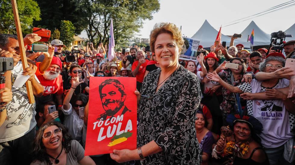 Dilma em ato em Curitiba, em abril.