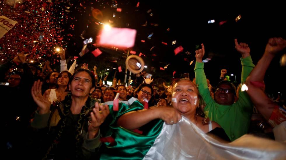 Apoiadores comemoram a vitória de López Obrador no último domingo