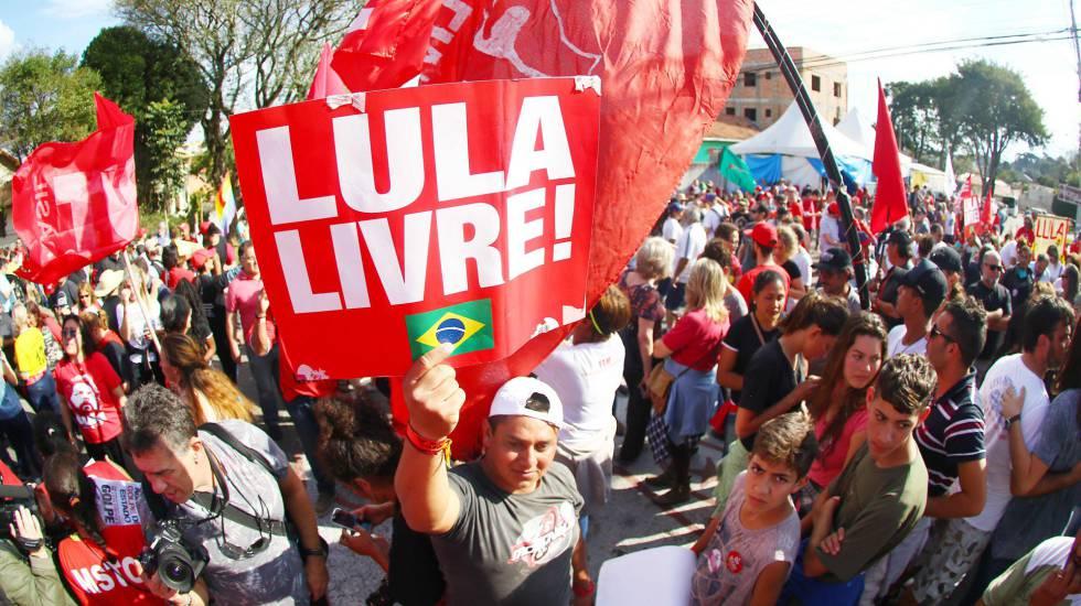 Resultado de imagem para estudantes corte educaçao lula livre