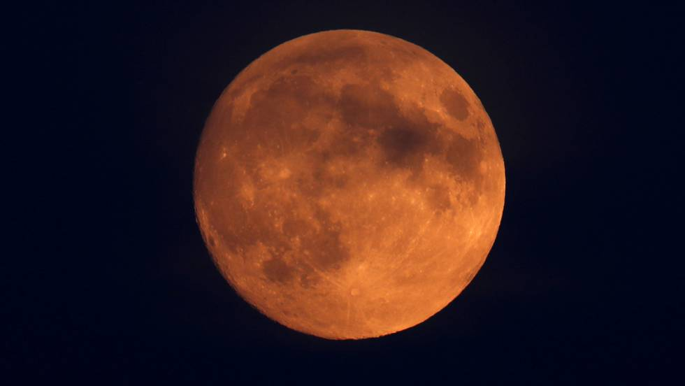 O eclipse lunar com 'lua de sangue' mais longo do século
