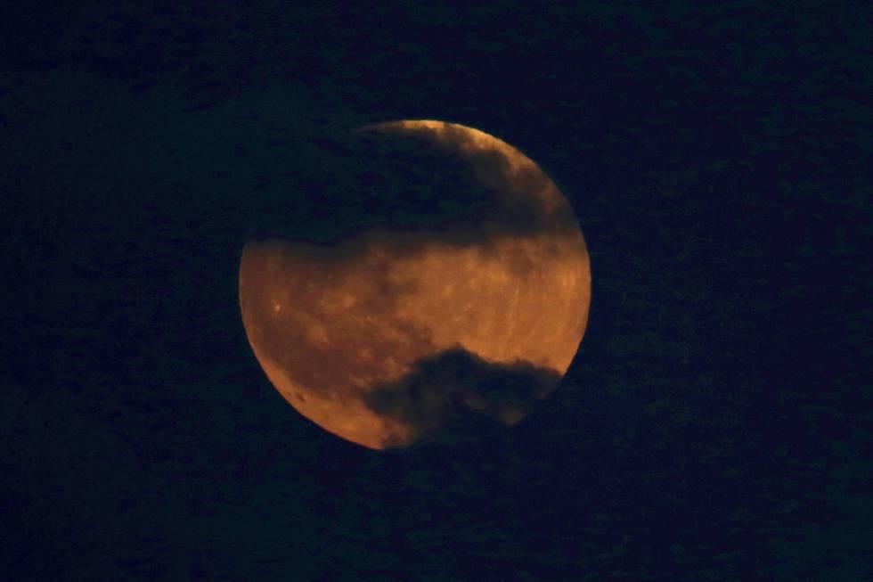 O Eclipse Lunar Inunda As Redes De Memes E De Conselhos De