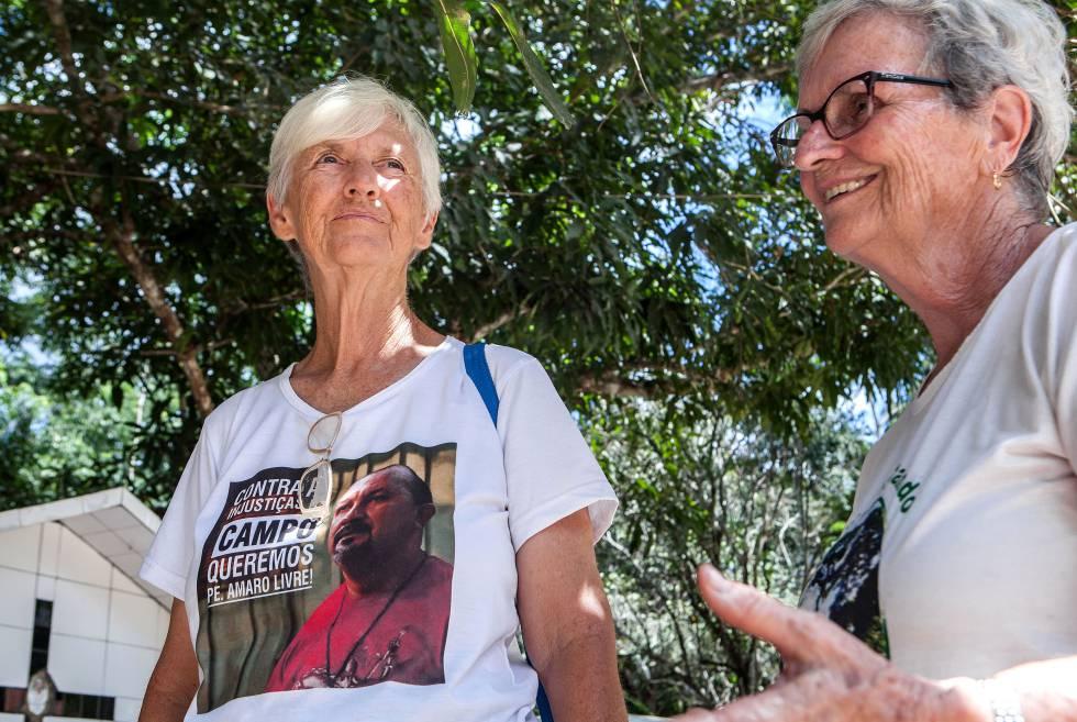 As freiras Katia Webster e Jane Dwyer seguem o trabalho de Dorothy Stang na região de Anapu, com coragem e nenhuma proteção a não ser a da cachorra Pitica
