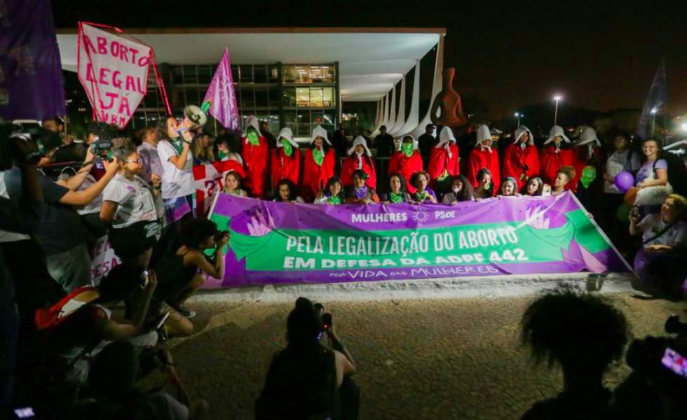 d38a42eb16d98 Ativistas fazem ato em defesa da descriminalização do aborto em frente ao  STF.