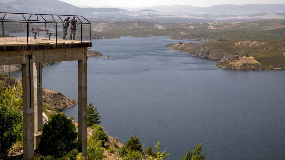 Reservatório de Atazar, com 97% de capacidade no auge do verão europeu.
