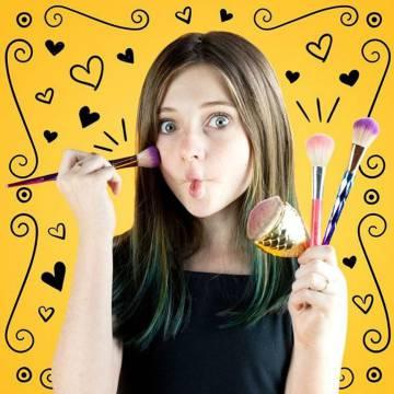 Julia Pereira (juliajubz), 12 anos, tem um canal com dicas de maquiagem, brincadeiras e desafios.