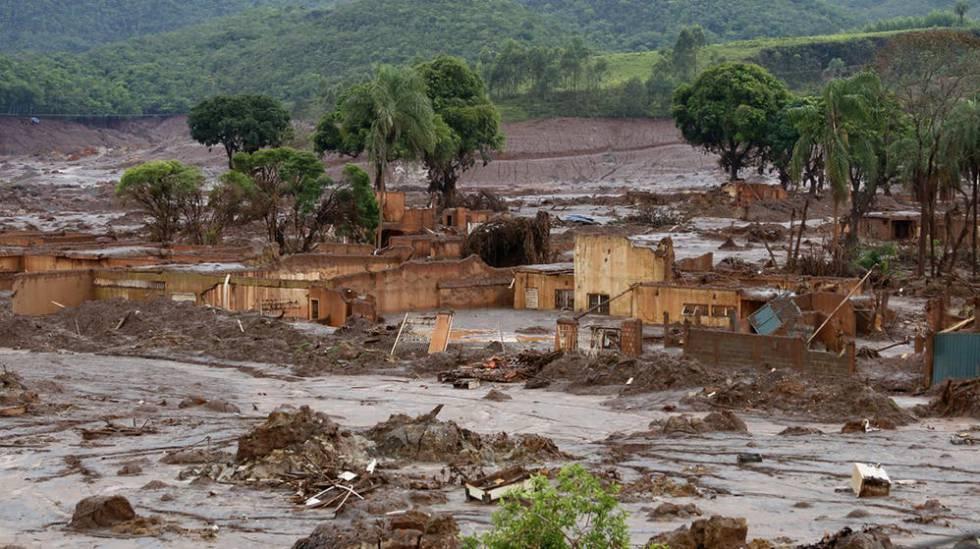 O povoado de Bento Rodrigues, sepultado por lama tóxica.