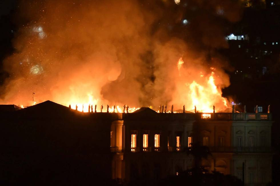 Incêndio no prédio do Museu Nacional.
