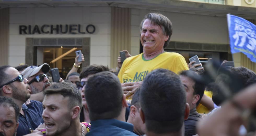 Jair Bolsonaro no momento do ataque.