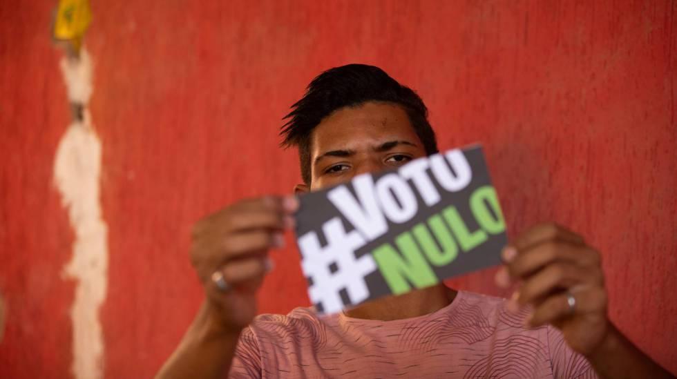 Kadmiel Pereira, de 19 anos, um dos jovens da série de reportagem 'Primeiro voto' do EL PAÍS Brasil.