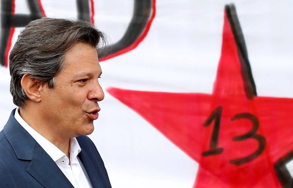 O candidato do PT à Presidência, Fernando Haddad, nesta segunda em Curitiba.