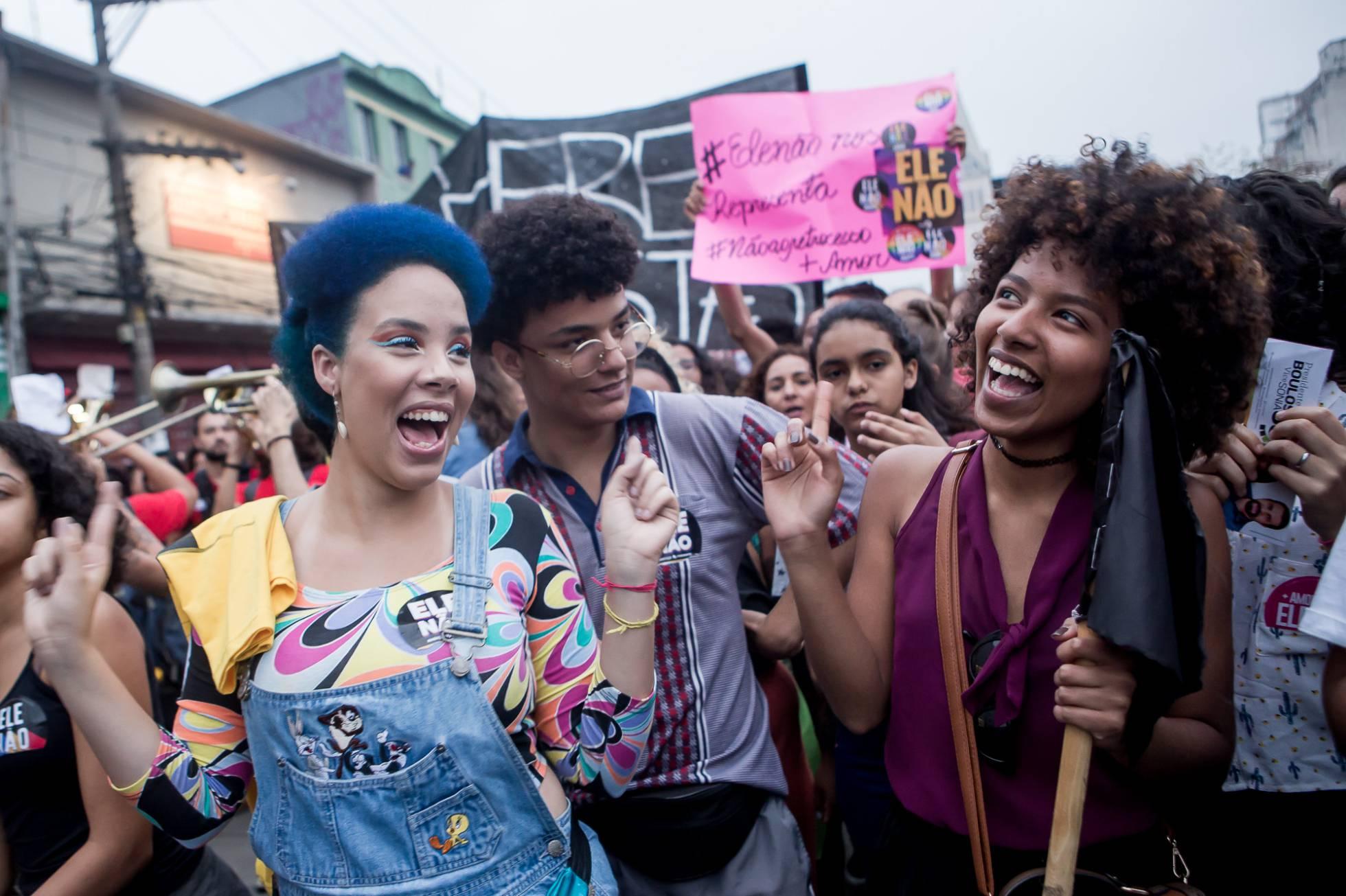 Manifestantes durante o protesto contra Bolsonaro.