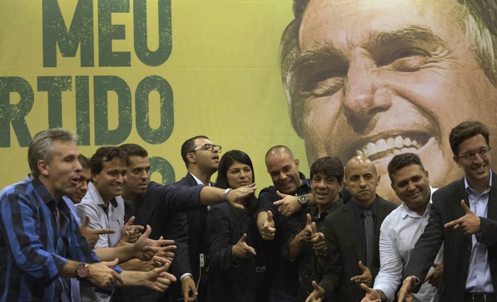 Deputados eleitos pelo PSL no Rio, em coletiva de imprensa nesta quinta.