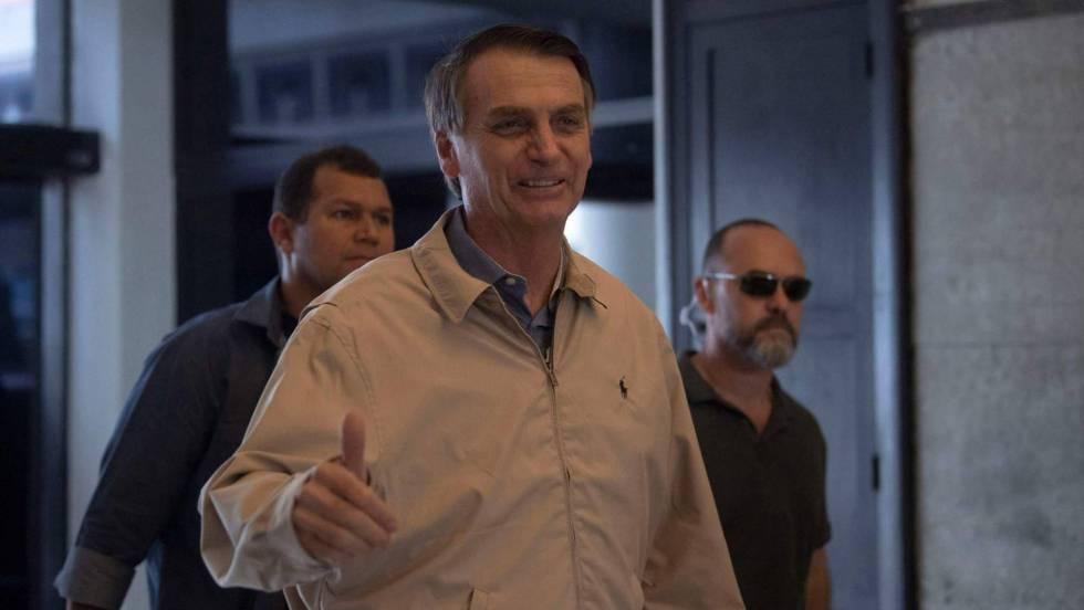 Bolsonaro em visita a um prédio da Polícia Federal no Rio de Janeiro, nesta quarta-feira.