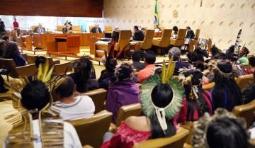 Indígenas acompanham julgamento no Supremo Tribunal Federal sobre reservas no Mato Grosso.