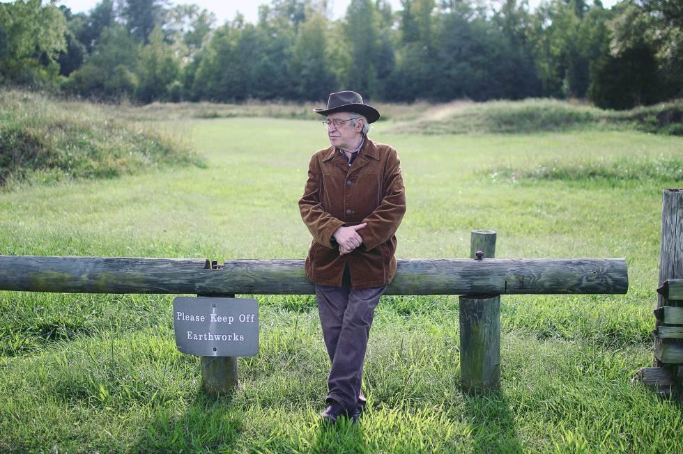 Olavo de Carvalho na Virgínia (EUA), em cena de 'O jardim das aflições'.