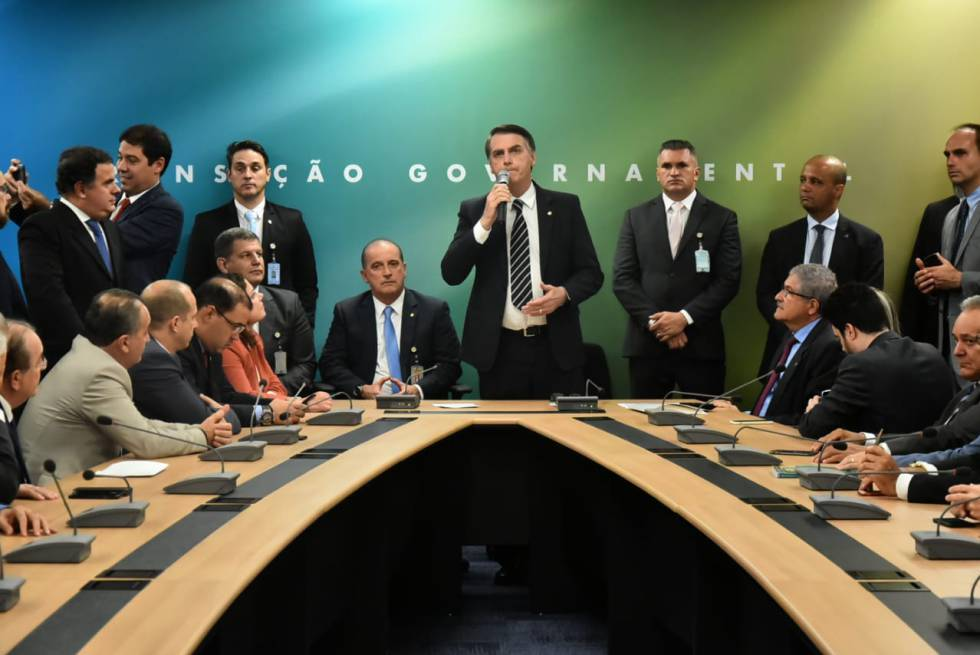 Bolsonaro em reunião com a bancada do PR.