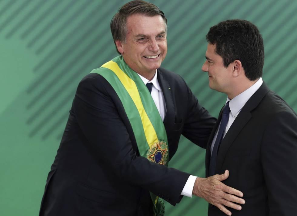 Presidente Jair Bolsonaro e o ministro da Justiça, Sergio Moro, em cerimônia de posse.