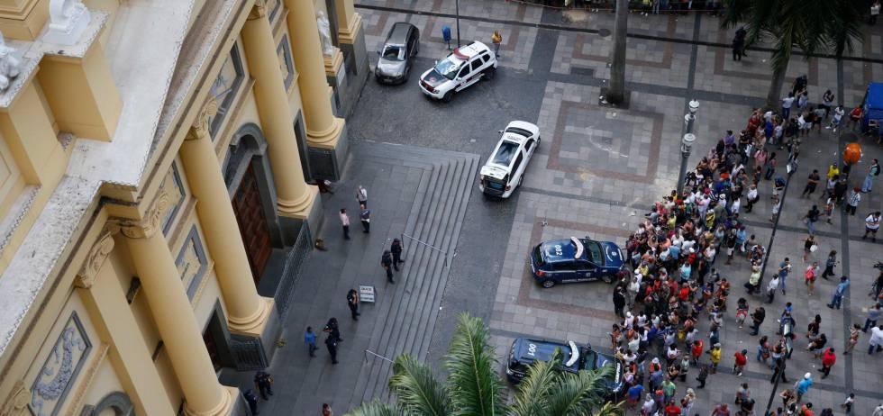 bd62a85e67 Tiros na catedral  um recluso decidido a destroçar vidas em Campinas ...