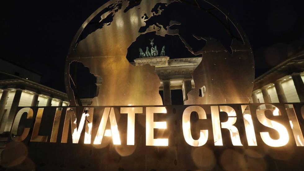 Greenpeace faz protesto contra mudança climática em Berlim nesta segunda-feira, 11