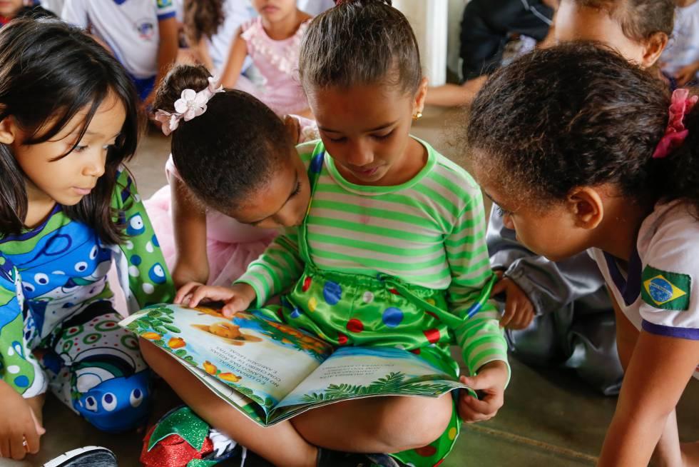 e77bff7b0cdd5 Alunas da escola de educação infantil Professor Balduíno Barbosa de Deus.