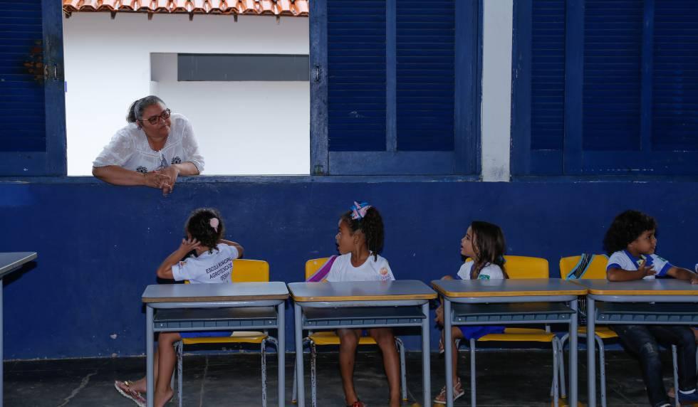 Tiana Tapety, secretária de educação da cidade de Oeiras em visita à escola Escola Municipal Agrotécnica, na área rural de Oeiras.