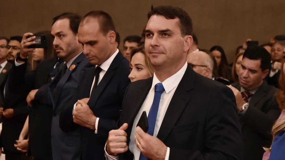 Flávio Bolsonaro durante a diplomação de Jair Bolsonaro no TSE.