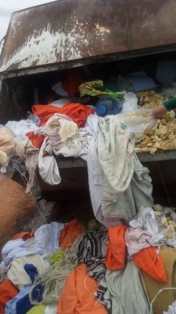 Imagem recebida pela reportagem mostra pertences em caçambas do lado de fora da CPPL III (Casa de Privação Provisória de Liberdade)