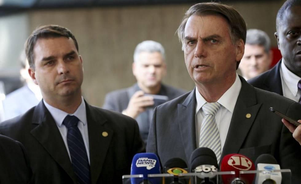 031368709d3 Política desmistificada  Bolsonaro levará na mala para Davos a ...
