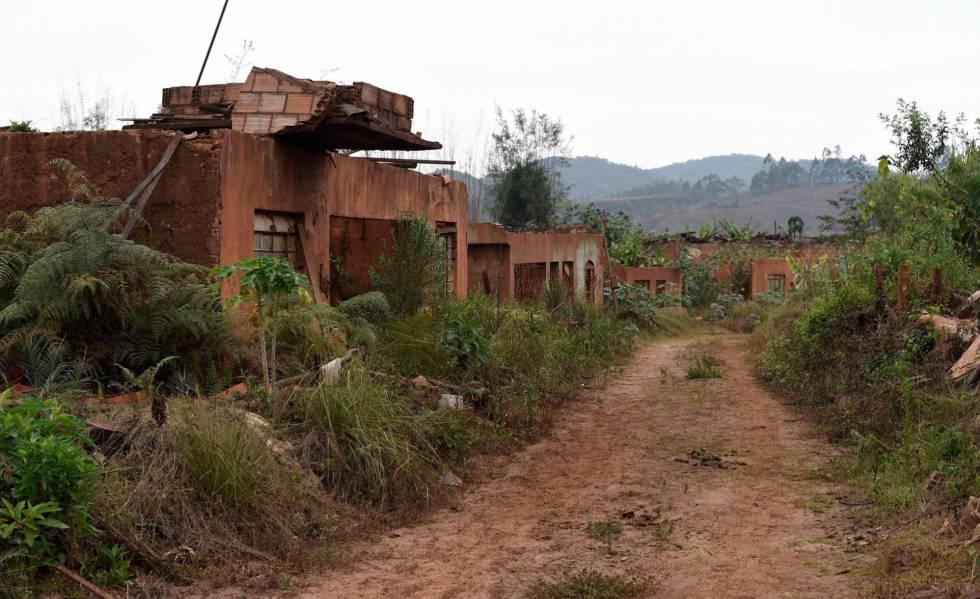 82d1d96f1 Três anos depois, vítimas de Mariana ainda esperam ter casas ...