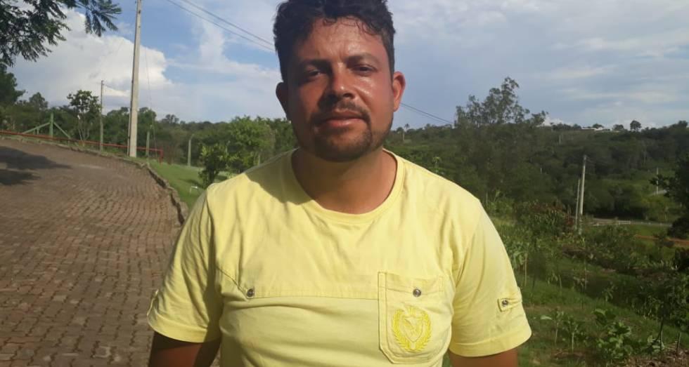 Paulo Renato Oliveira está à espera de informações sobre o irmão desaparecido na tragédia.