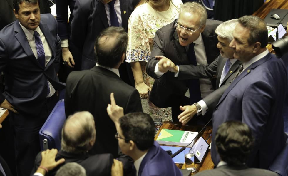 Senadores discutem durante sessão para eleição do presidente da Casa.