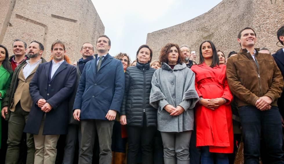 O presidente do Vox, Santiago Abascal; do PP, Pablo Casado; e do Cidadãos, Albert Rivera, neste domingo durante a manifestação.