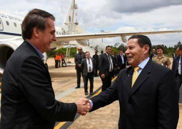 Com Mourão à frente, Bolsonaro é cada vez mais tutelado por militares