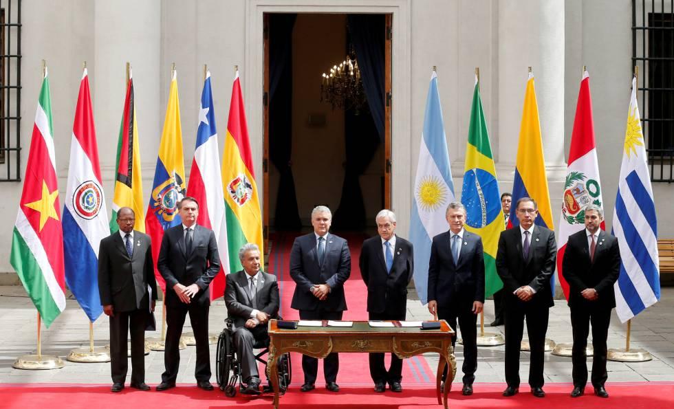 Os presidentes de Argentina, Brasil, Colômbia, Equador, Peru, Paraguai e Chile e o embaixador da Guiana George Talbot em reunião do Prosul.