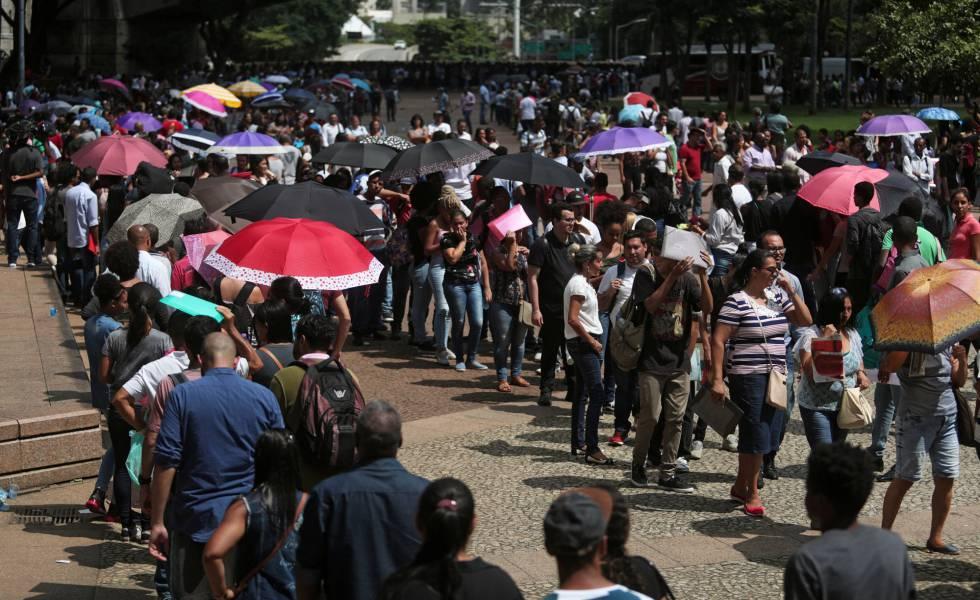 Segundo dados do Sindicato dos Comerciários de São Paulo, mais de 15.000 pessoas estiveram na fila em busca de uma entrevista de emprego no mutirão organizado pela Prefeitura na terça-feira, 26 de março, no Vale do Anhangabaú, centro da capital. 1.200 pessoas foram atendidas na terça, e o resto pegou senhas para terem o atendimento dividido entre os dias seguintes. O mutirão está previsto para acontecer até quinta-feira, dia 4 de abril.