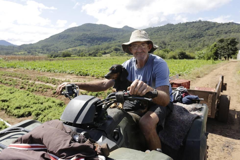 Há 5 anos aposentado, o sonho de deixar de trabalhar continua distante de Jurandir dos Reis, de 66 anos. O benefício rural é de apenas um salário mínimo, o que não consegue cobrir seus gastos.