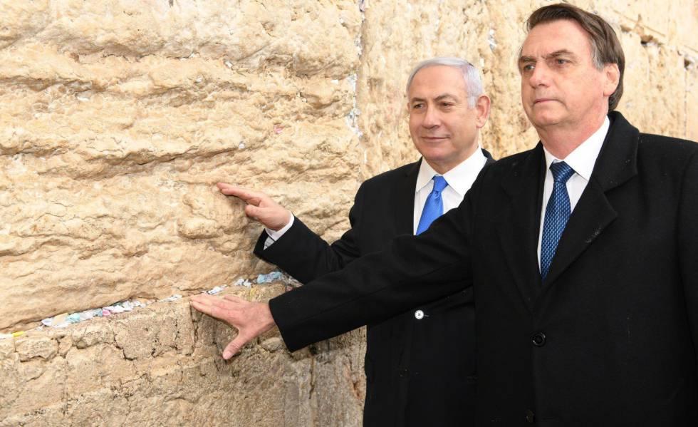 Bolsonaro e Benjamin Netanyahu no Muro das Lamentações no dia 1º de abril