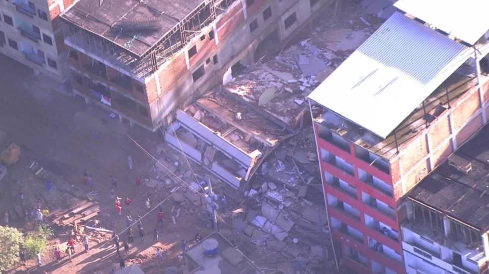 Os escombros dos prédios que desabaram nesta sexta-feira na zona oeste do Rio de Janeiro