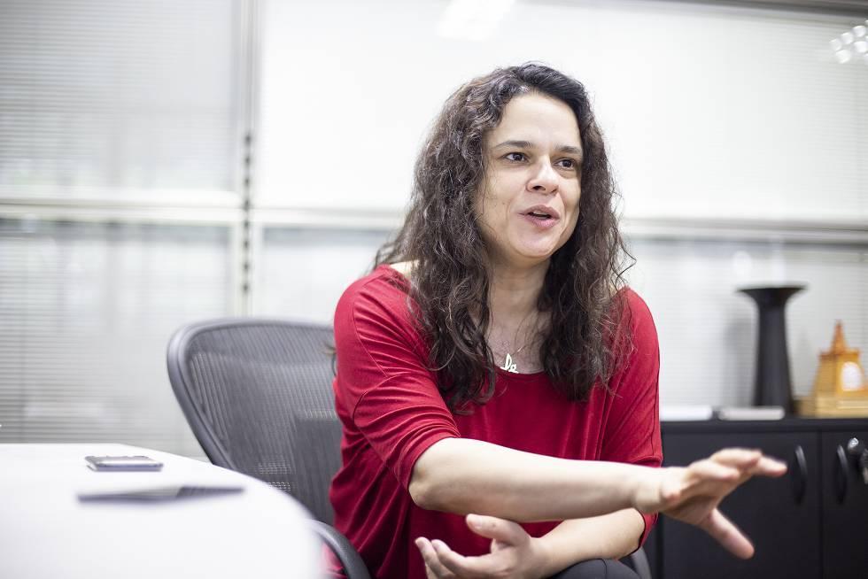A deputada estadual em seu gabinete em São Paulo. Rebeca Figueiredo