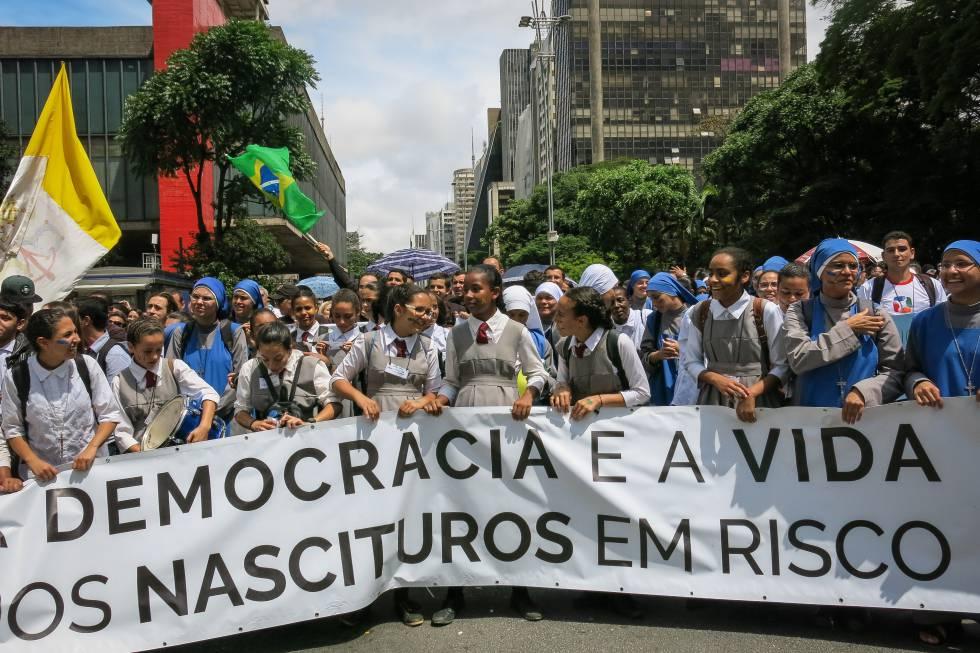 lobby contra o aborto no Brasil