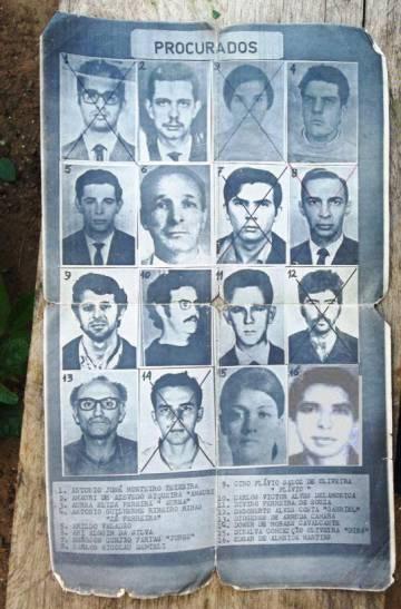 Cartaz colado no Araguaia com os guerrilheiros procurados.